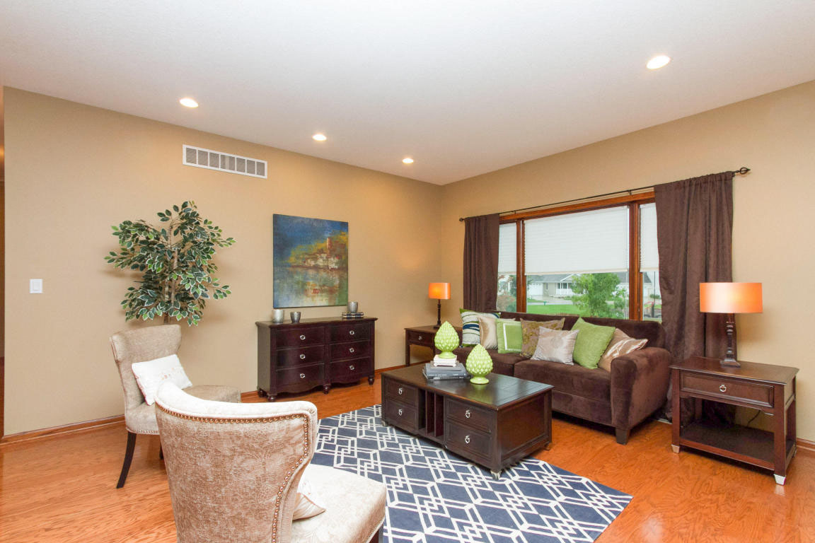 Vacant home staging at somerset driveames ia elizabeth erin designs - Design homes ames iowa ...